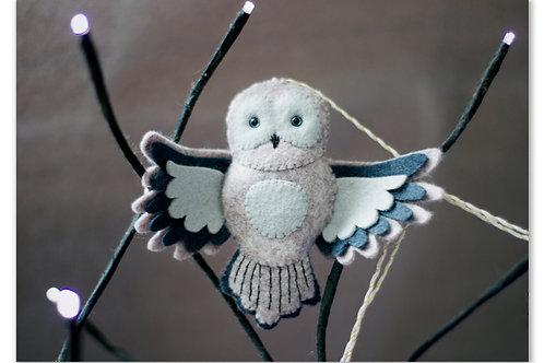 La Chouette cendrée ailes déployées
