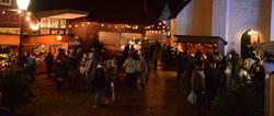 Blick auf den beleuchteten Marktplatz