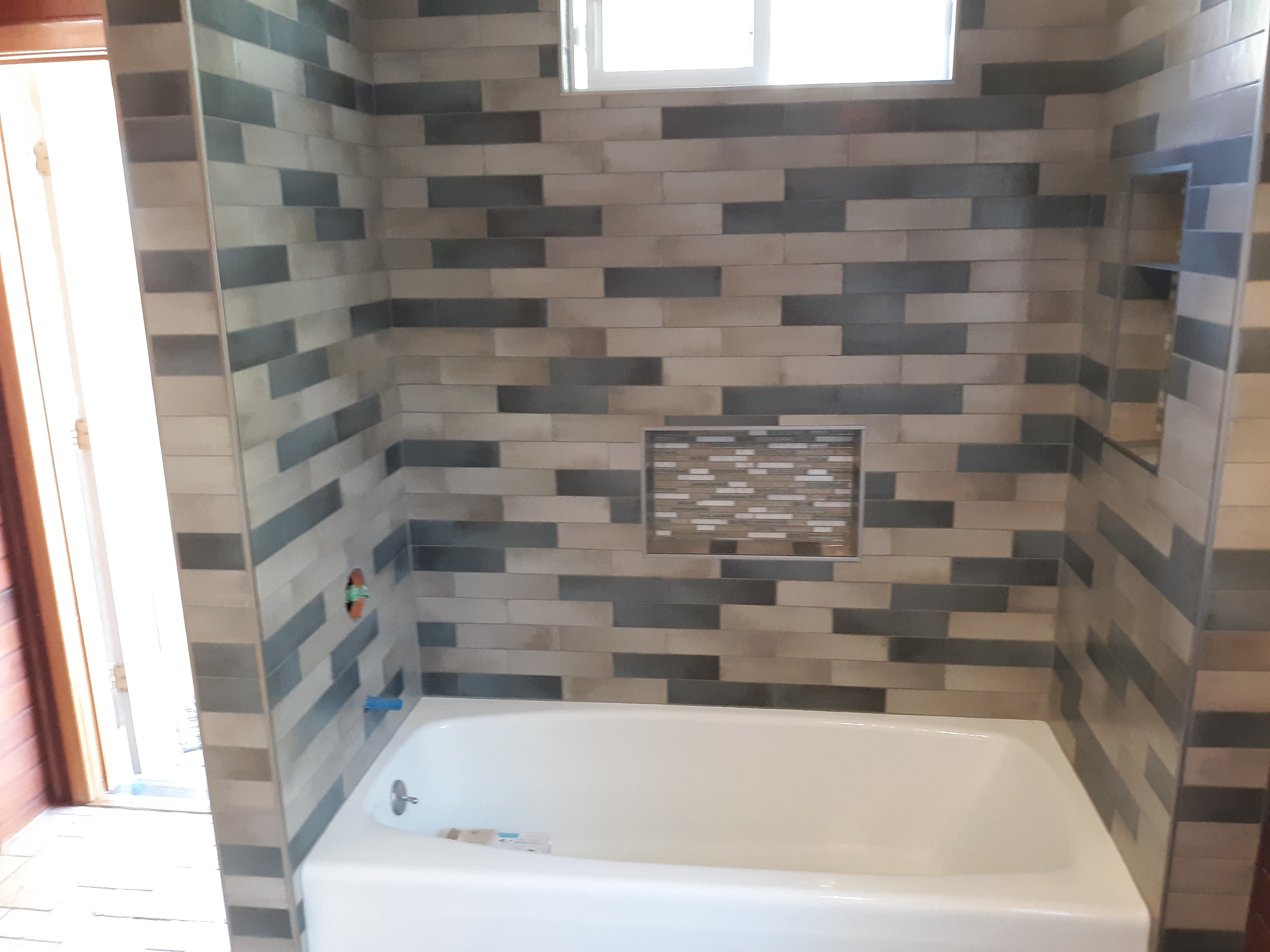 Tile bathtub surround
