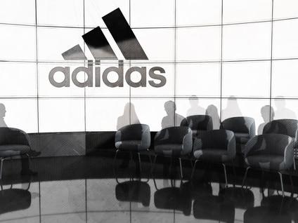 Adidas Set v3F Action.jpg