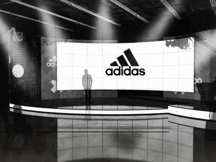 Adidas Set v3B Action.jpg