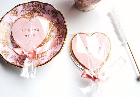 CADEAU INVITÉS // 100 Biscuits coeur personnalisés et bâtons de sucre