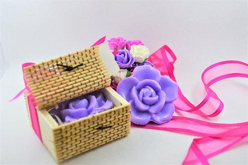 CADEAU INVITÉS // 50 coffrets bambou avec savon rose parfumé - À personnaliser