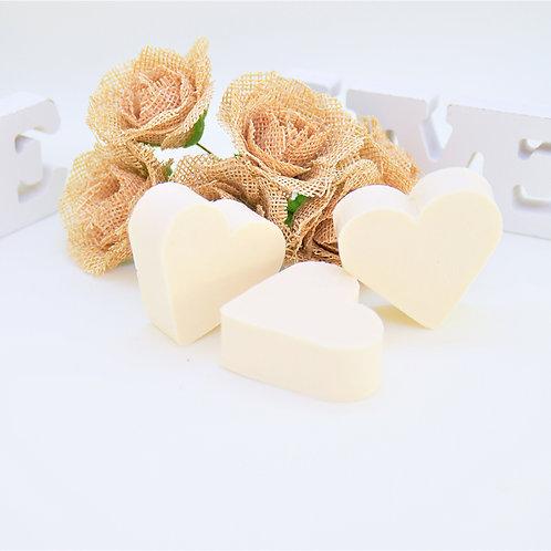 CADEAU INVITÉS // Lot de 50 savons en forme de cœur parfumés