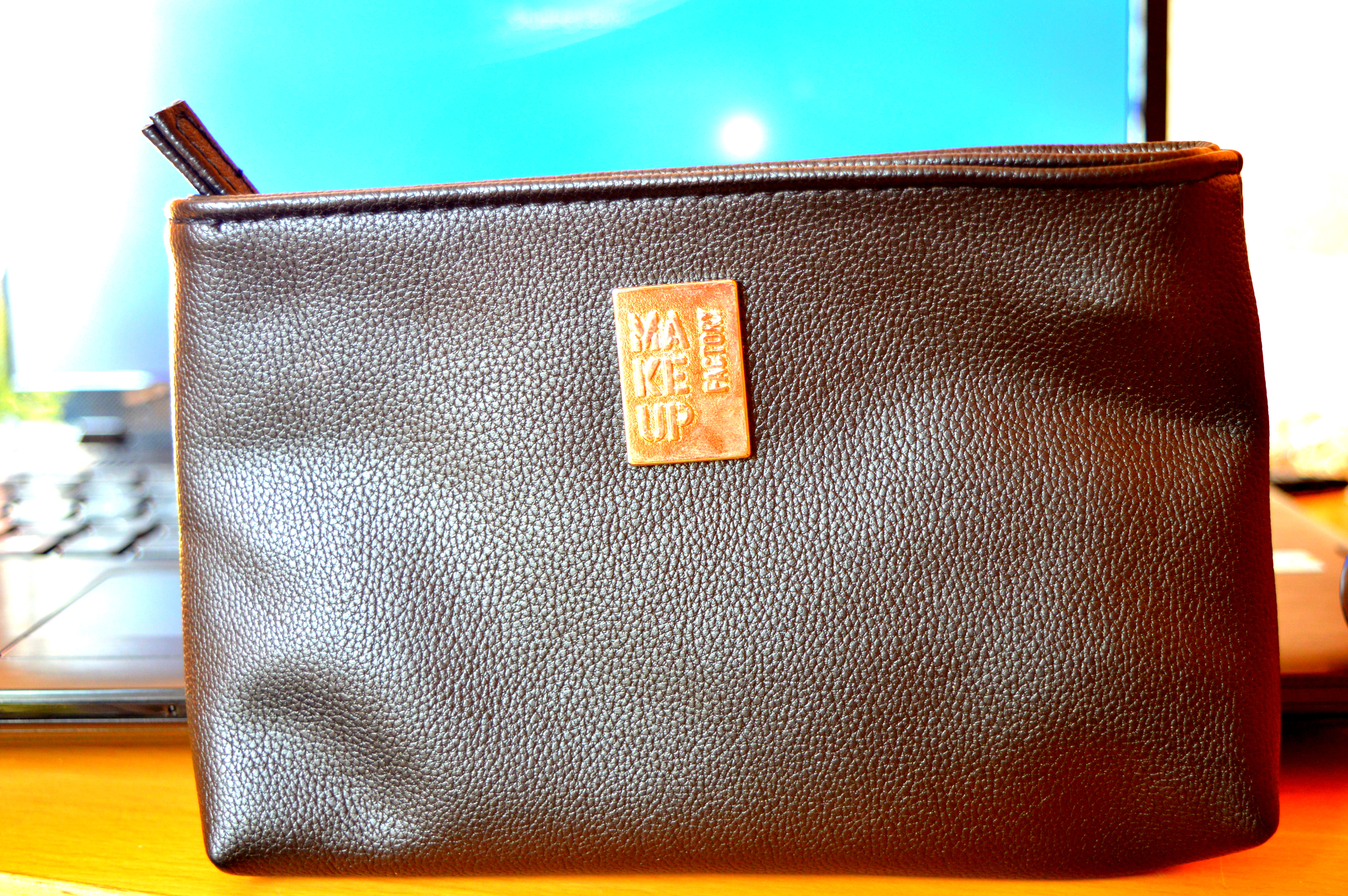 False Leather Make Up Factory Mini M
