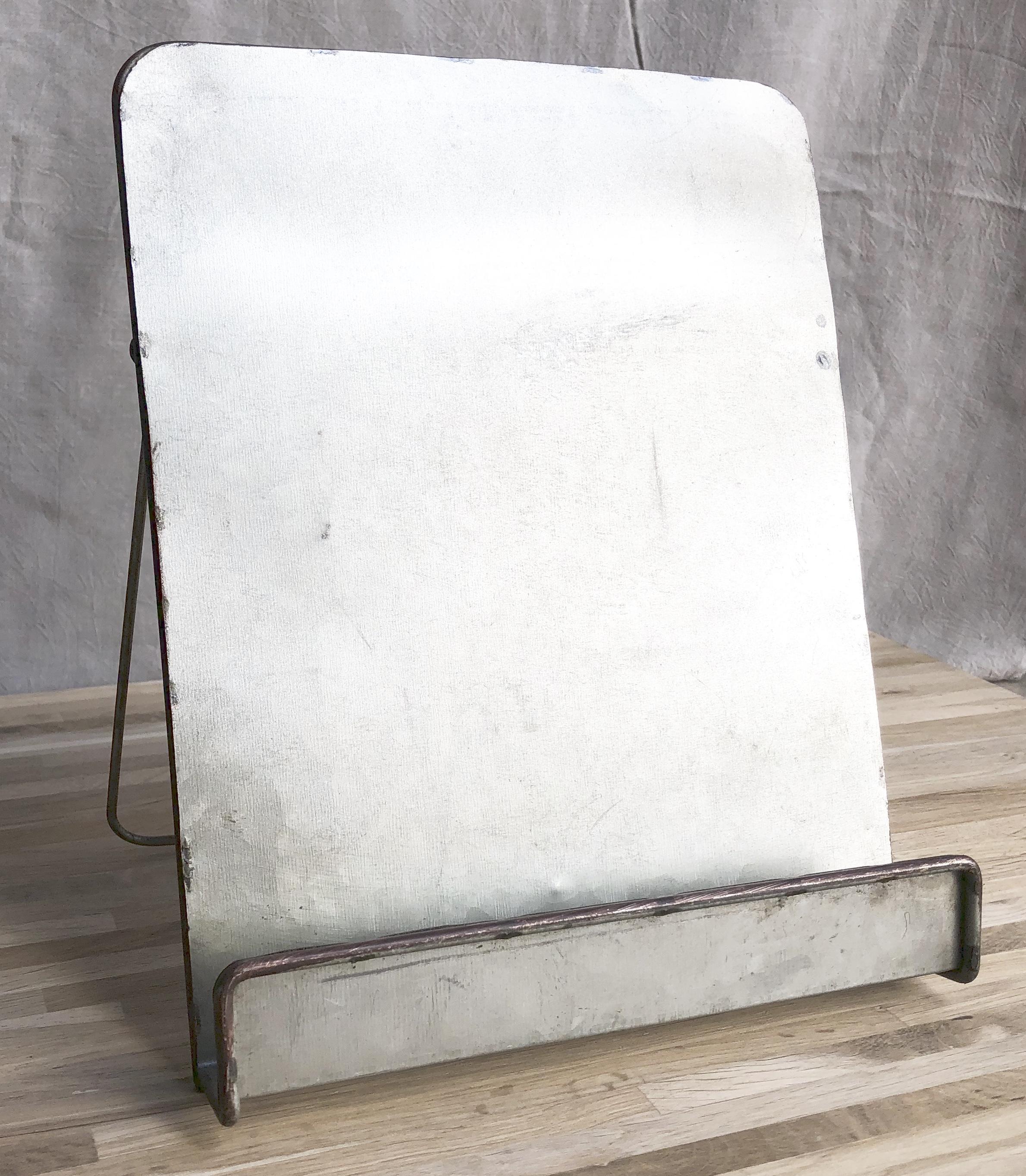 Standing Metal Tabletop Easel S