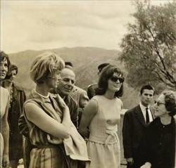 1963 Delphes, Jacky Kennedy et Ioanna Konstantinou 2