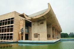 façade sur le lac