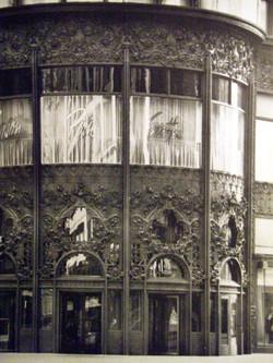 1899_Sullivan_Schlesinger_&_Mayer_entrée