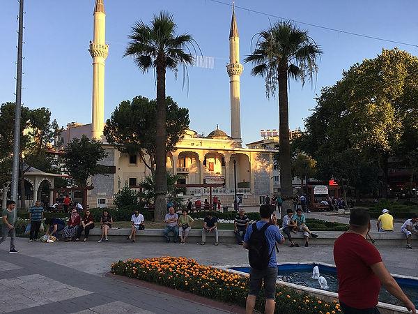 Mosquée Delikliçınar sur la place Çınar