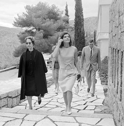 1963 Delphes, Jacky Kennedy avec Ioanna Constantinou 1