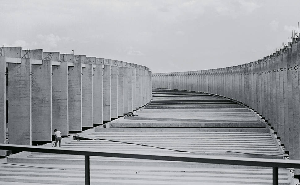 O_esqueleto_de_uma_obra_de_Brasília