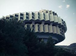 Druzhba_Sanatorium_,12-a_Alupkinske_Way,_Yalta,_Architect_Igor_Vasilevsky,_(1983_–_1985)