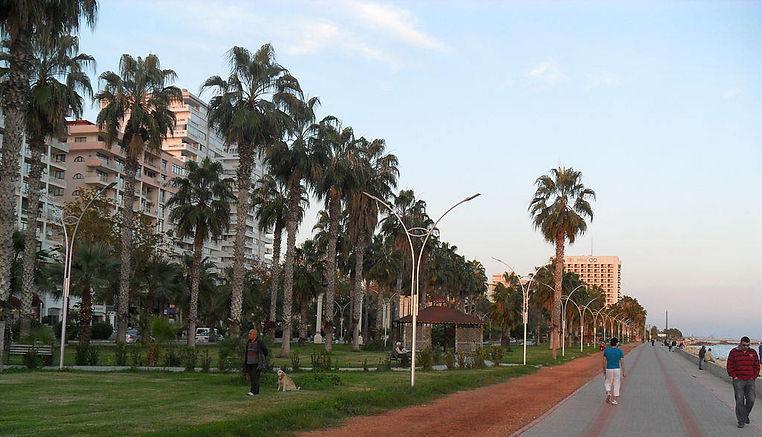 Mersin Yenisehir promenade.JPG