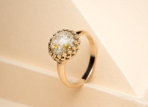 The 14 Karat Golden Amaris Ring