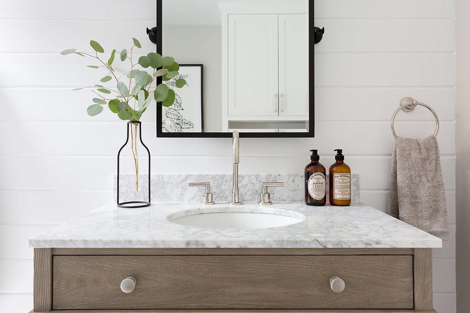 Modern Ranch Bathroom - Lindsey Brooke Design