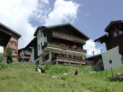 Sommer Chalet Alpenrose mit Bach