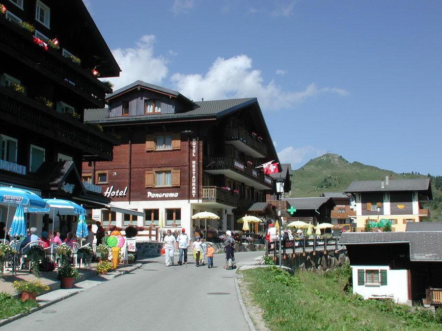 Hauptweg durchs Dorf