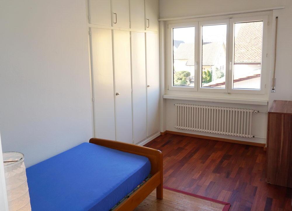 Zimmer 2 mit Einbauschrank