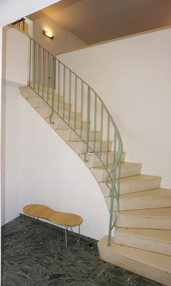 entrance area, stairs to the apartment