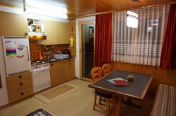 Stube, Esstisch, Küche, Balkontüre