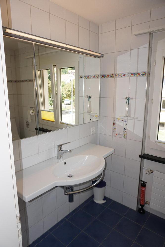 OG 2. Nasszelle Dusche, WC, Lavabo_