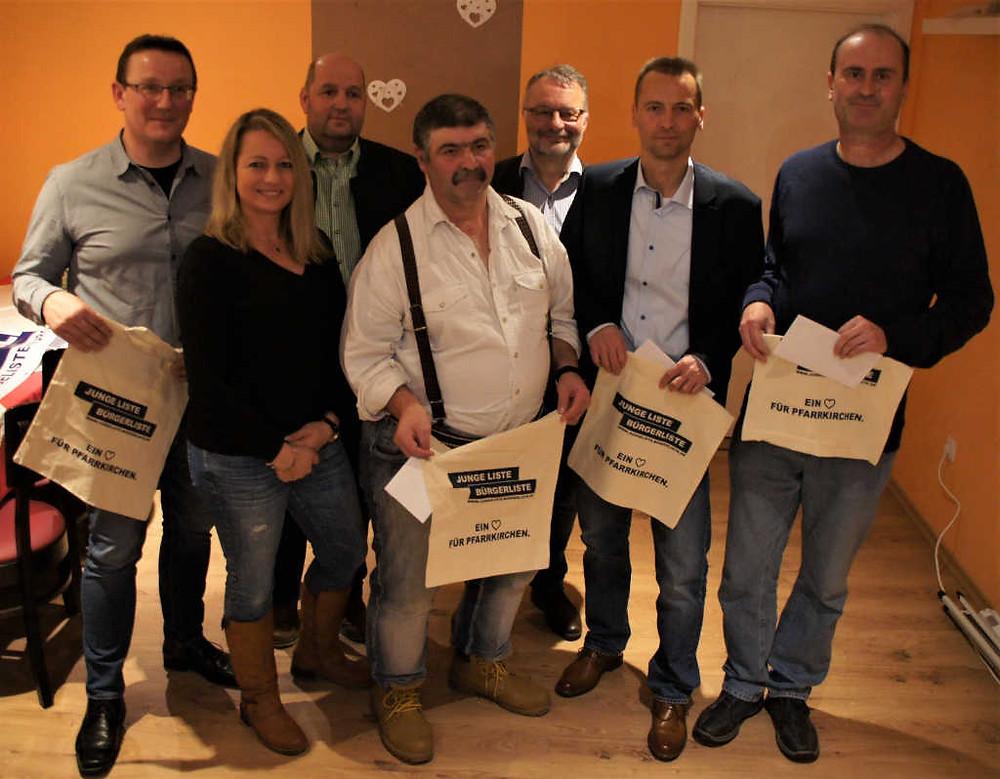 Die drei aktiven Stadträte gratulieren den Gründungsmitgliedern Rudi Nöhbauer, Günther De Michel; Harald Nöhbauer; Kurt Fisch.