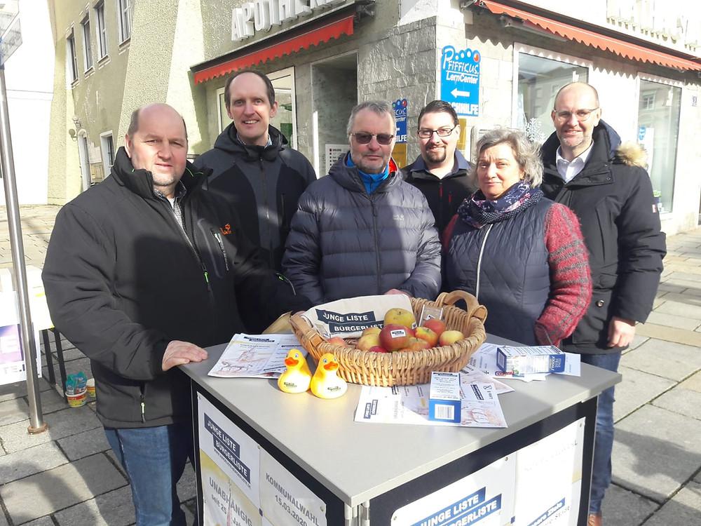 Ein Teil unserer Kandidaten für die Stadratswahl (von Links: Walter Reitmeier, Thomas Hofbauer, Hermann Gaßner, Max Borchert, Monika Wagner-Lammer und Max Knödlseder)