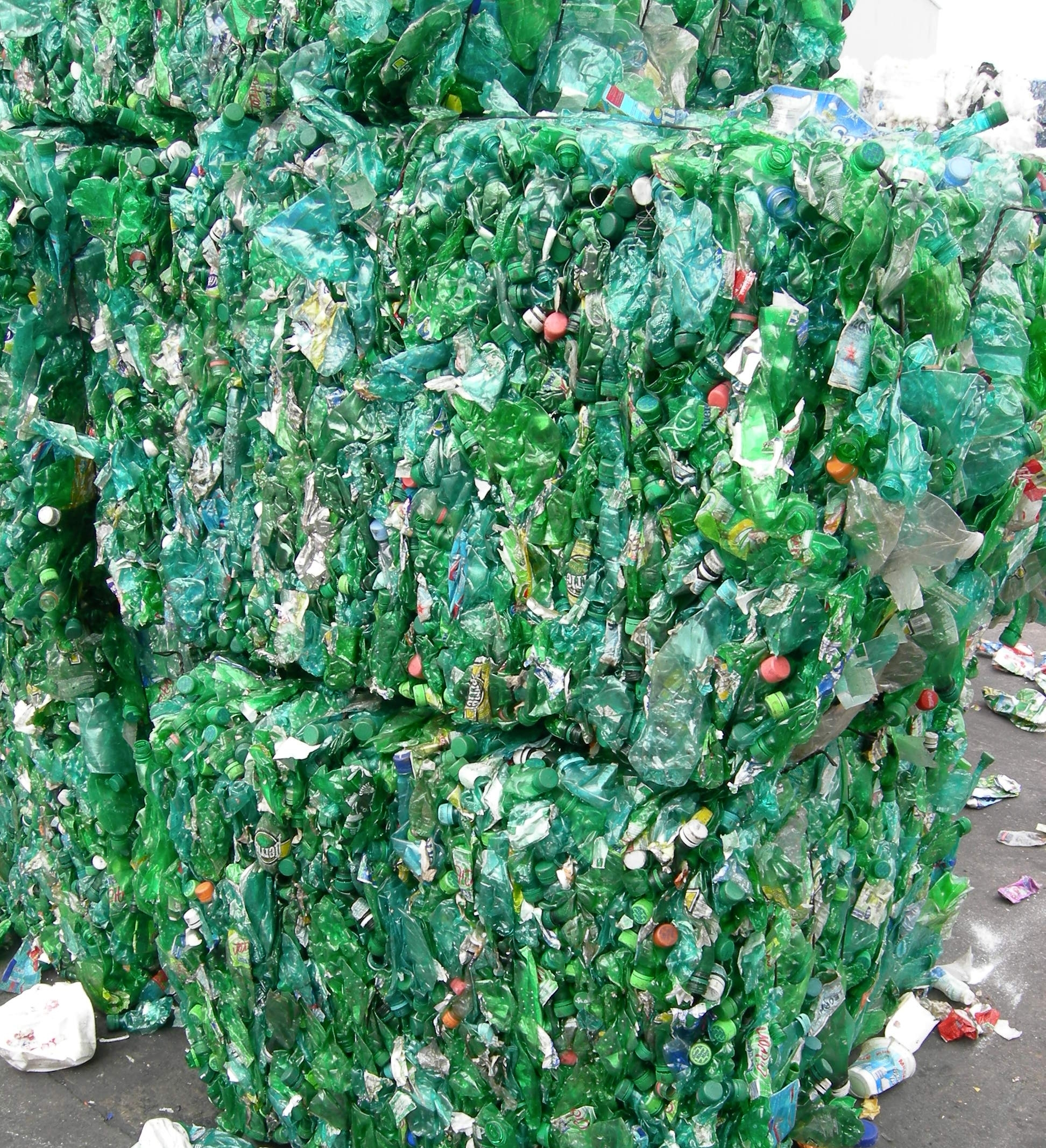 Germany_Helman_Plastic-bottle-bales-green-1