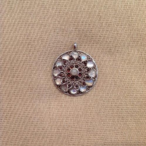 Lotus Pendentif en argent/ Silver Tibetan pendent: Pierre de lune/Moonstone