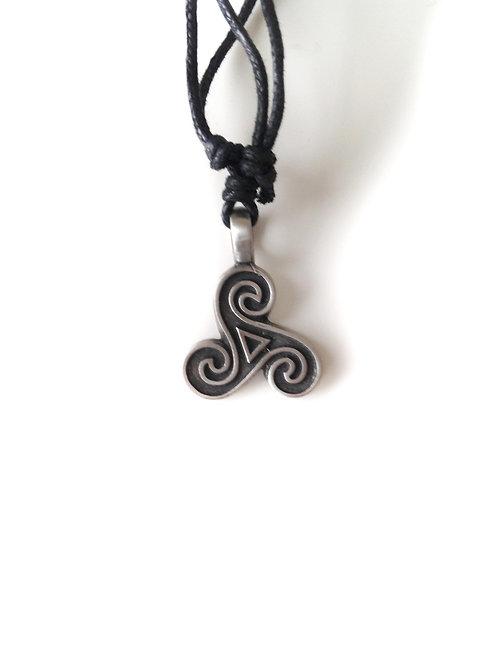 Croix céltique ronde/Round Celtic Cross: collier en étain/pewter neck