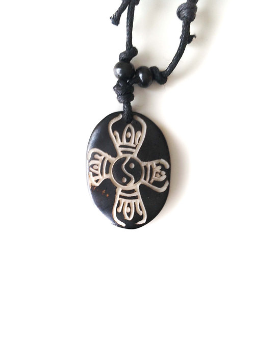 Vajra en double/Double Vajra: collier tibétain en os/ Tibetan bone necklace