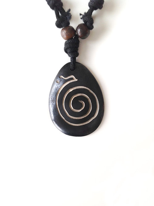 Spirale d'infini nr/Infinity spiral bl: collier tibétain/ Tibetan necklace