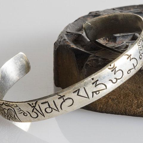 Silver plated mani mantra bracelet: medium