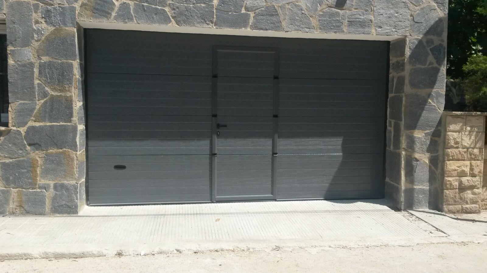 puerta seccional c/peatonal
