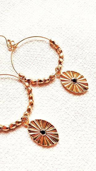 Petite créole dorée et perles dorées + pendentif