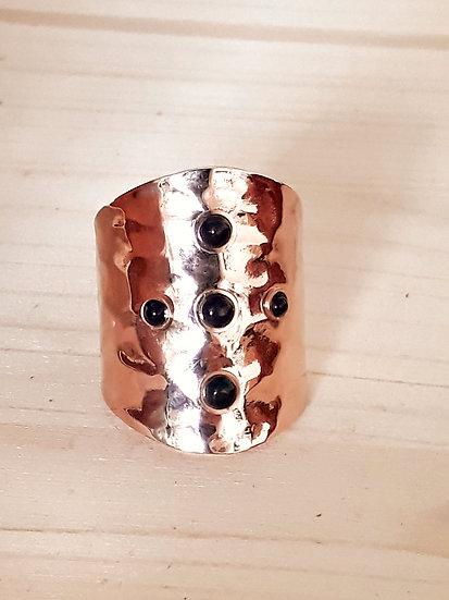 BAGUE or rose cuivrée avec 5 perles noires, en acier