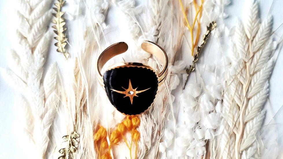 Bague dorée et noire avec une étoile dorée au centre et un strass brillant bijoux en acier inoxydable