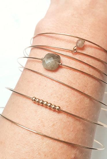 SEMAINIER 7 joncs dorés, pierre GRISE, perle grise et dorées en acier inoxydable