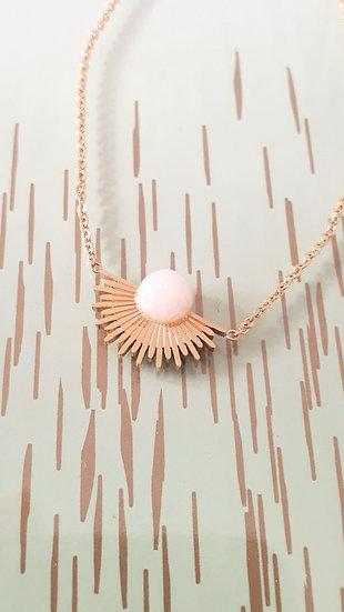 BRACELET fin doré avec un 1/2 soleil et sa perle blanche en acier, réglable