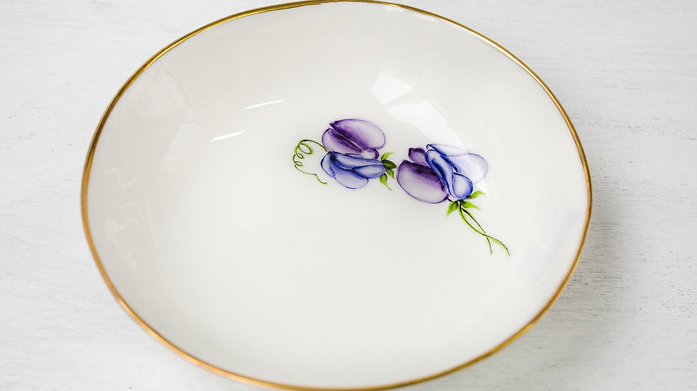 Ceramic dessert bowl sweet pea side detail