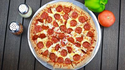 Large pepperoni pizza.jpg