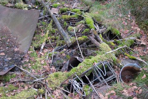 Søppel i plyndringsgrop. Jernalder lokalitet. Foto: Eldengaard