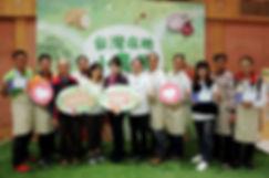 台灣在地小農展遠東SOGO董事長黃晴雯(中)、小農展參展代表吳寶春(右)、策展人