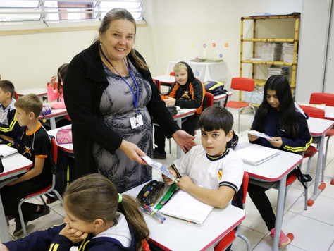 Maria Julia entrega 1500 kits de higiene bucal para alunos