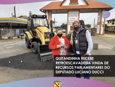 Quitandinha recebe Retroescavadeira vinda de recursos do Deputado Luciano Ducci