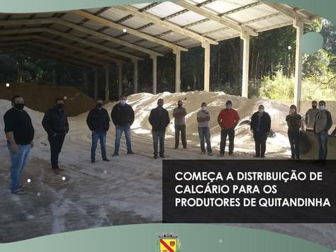 Começa a distribuição de calcário para os produtores de Quitandinha