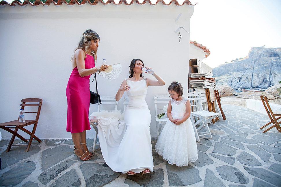 Φωτογράφος γάμου στη Ρόδο και τη Σύμη.Φυσική φωτογράφιση γάμου στη Ρόδο.Στυλάτη νύφη στη Ρόδο. φωτογράφοι γάμου στη Ρόδο το Καστελλόριζο και τη Πάτμο,Συμη,Χάλκη.