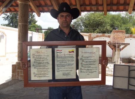 Los pergaminos para Vicente Fernández, un obsequio del Buey de Jalisco
