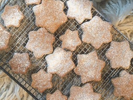 Snowy shortbread stars